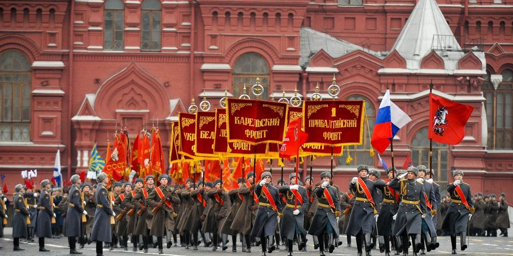 Russian Embassy in Greece :Στη Μόσχα σήμερα έλαβε χώρα η ιστορική παρέλαση, που τίμησε την παρέλαση στις 7 Νοεμβρίου 1941 στην Κόκκινη Πλατεία