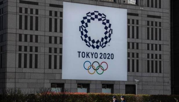 Οι Ολυμπιακοί Αγώνες του Τόκιο αναβάλλονται όπως δήλωσε στην USA Today πριν από λίγο το μέλος της ΔΟΕ, Ντικ Πάουντ.
